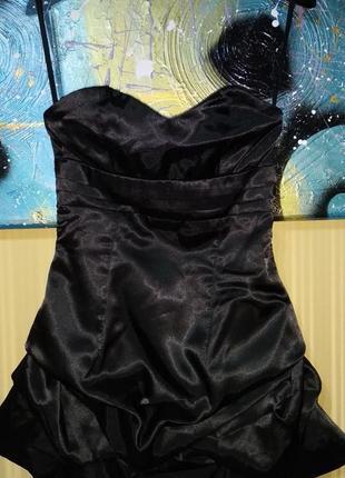 Вечернее черное платье без бретелек на резинке с буфами