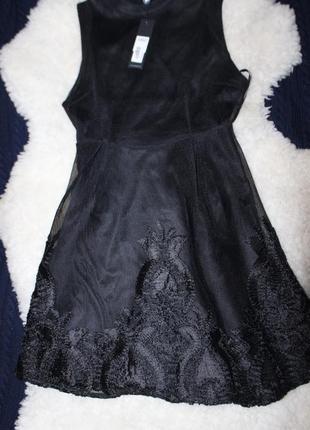 Очень красивое фатиновое платье с вышивкой