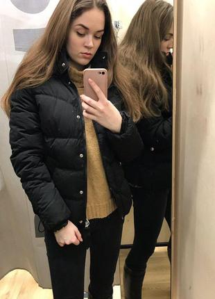 Очень теплая черная куртка bershka