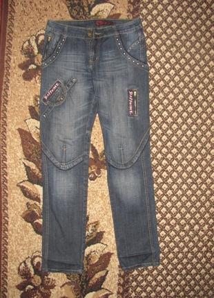 Классные джинсы с заклёпками uno