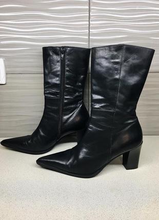 Остроносые чёрные демисезонные ботинки казаки vera gomma 39