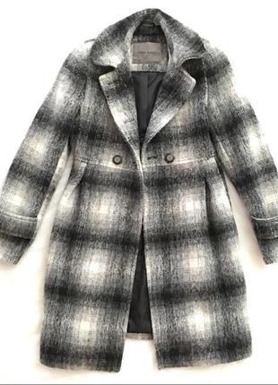 Пальто в клетку zara  черно-белое пальто