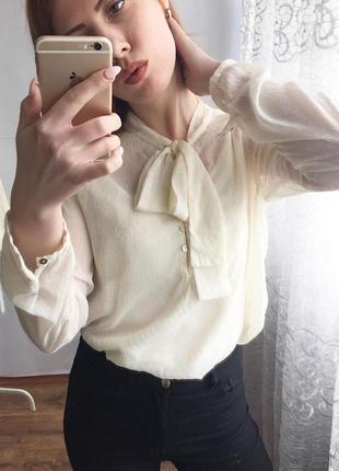 Недная блуза в точку с завязкой