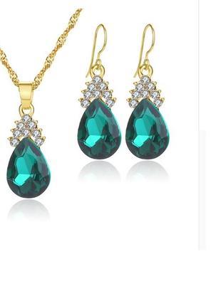 Цепочка ожерелье с серьгами под золото с зелеными кристаллами и белыми камушками