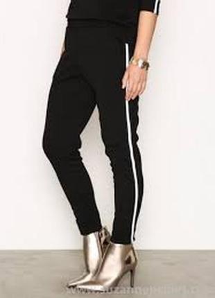 Трендовые суперовые фактурные брюки с лампасами высокая посадка   sisters point