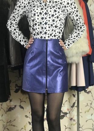 Крутая , модная юбка , кожаная юбка , юбка на молнии .