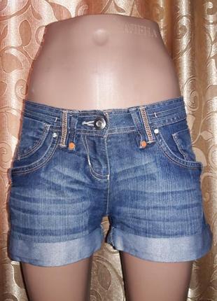 Стильные короткие джинсовые шорты e-vie