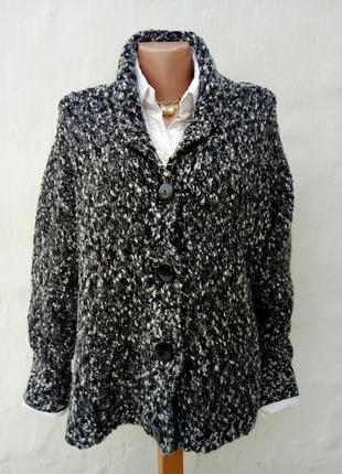 Стильный теплый шерстяной вязаный черный,белый джемпер букле,большой размер.