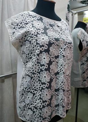 Белая цветочная блуза
