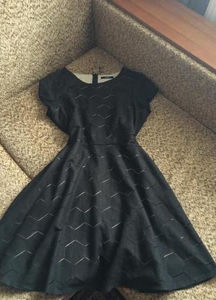 Чёрное платье миди с узором ромбы