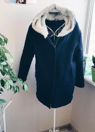 Утепленное пальто с капюшоном от house
