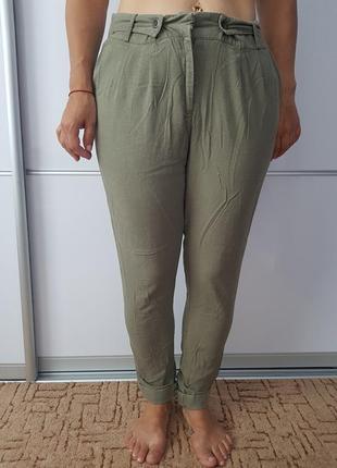 Льняные брюки цвета хаки с подворотом