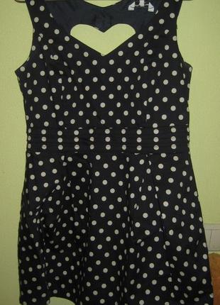 Шикарное платье в горох с сердечком на спинке