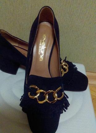 Красивые  туфли  замшевые лоферы на широком каблуке