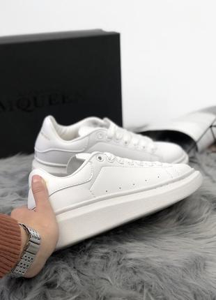 Шикарные женские белоснежные кроссовки alexander mcqueen all white (весна/ лето/ осень)