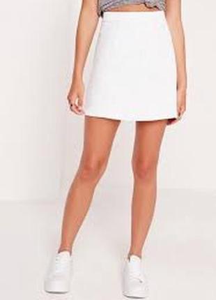 Белая слегка расклешенная мини юбка на высокой посадке missguided