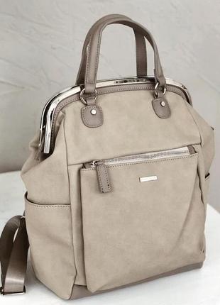 Вместительный рюкзак-трансформер