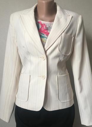 Красивый классический пиджак