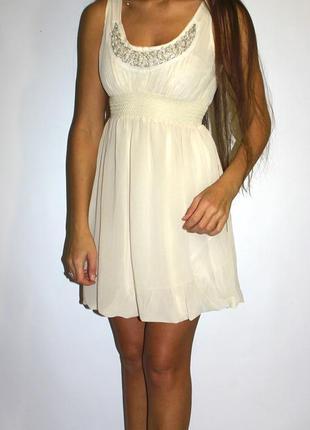 Шифоновое платье с -- бисером на груди и бусинками --