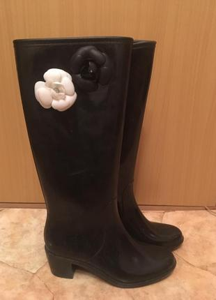 Резиновые сапоги кирзовые высокие с цветком на каблуке