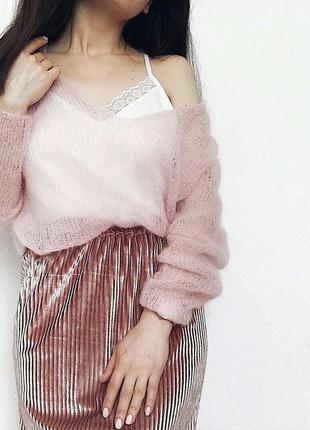 В наличии нежный пуловер с v-образным вырезом из кид мохера в стиле оверсайз♥