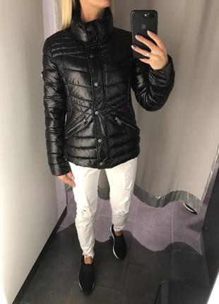 Чёрная стёганая куртка демисезонная куртка. amisu. размеры уточняйте.