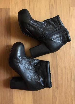Новые кожаные ботильоны датского бренда bianco