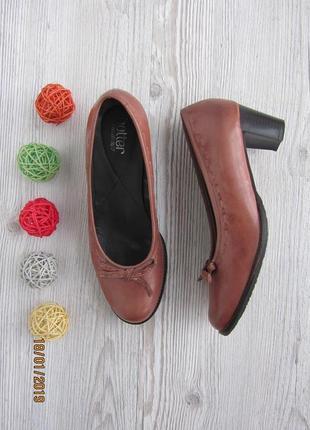 Кожаные туфельки на удобном небольшом каблучке