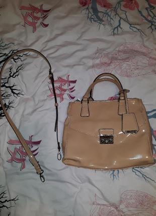 Лаковая сумка clarks
