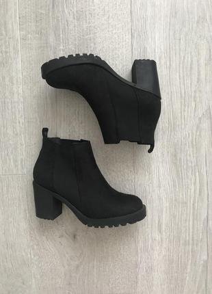 Стильные ботинки челси на каблуке s.oliver