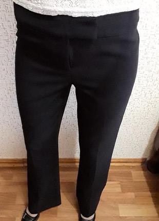 Черные классические брюки на кант
