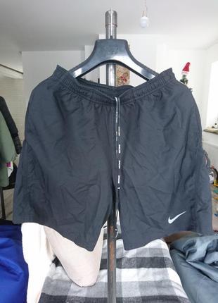 Сучасні спортивні шорти nike dri-fit
