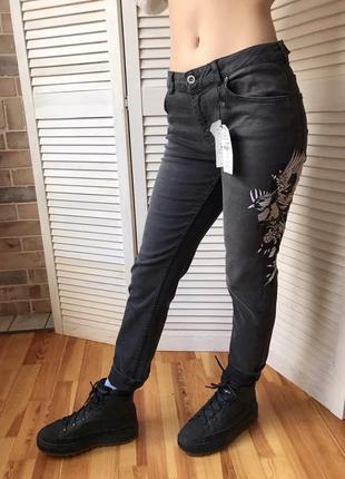 Серые графитовые джинсы zara с рисунком на рост 1.64 см
