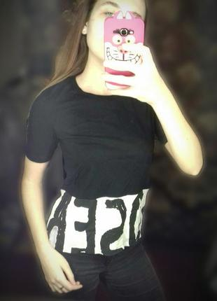 Черно-белая футболка  с принтом loser