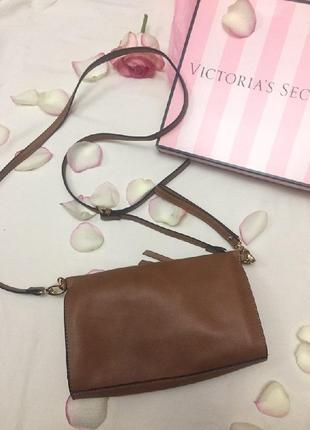 Маленькая коричневая сумочка клатч на ремешке