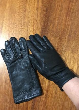 Кожаные перчатки чёрные с флисовым утеплителем