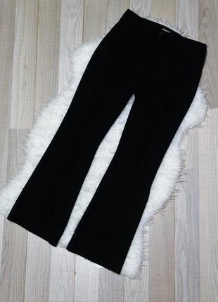 Расклешенные черные брюки