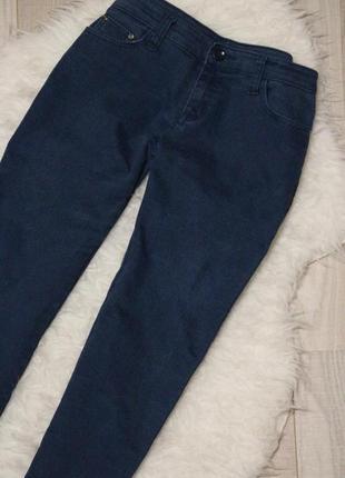 Стрейчевые плотные джинсы