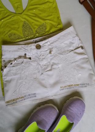 Белая короткая джинсовая юбка