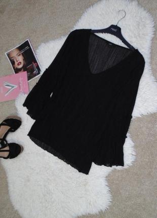 Черная кофточка с расклешенными рукавами