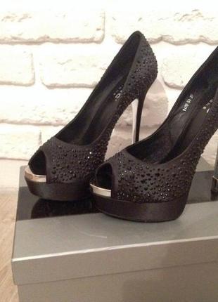 Туфли вечерние со стразами атласные, на выпускной7 фото