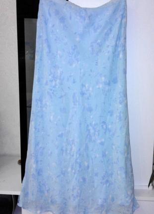 Шифоновая голубая юбка в нежных цветах