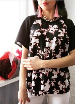 Блуза с удлинением по спинке в цветочный принт. футболка нарядная