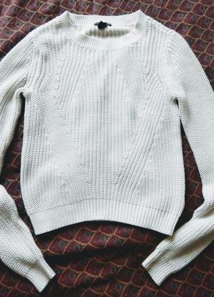 Вязаный белый джемпер свитер