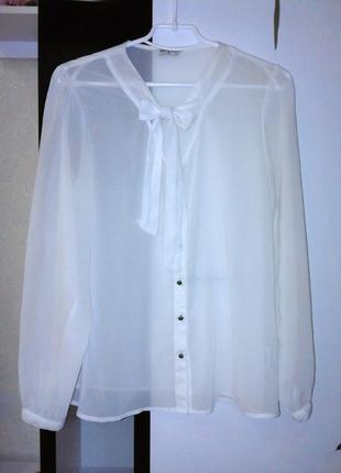 Белая воздушная рубашка с завязками