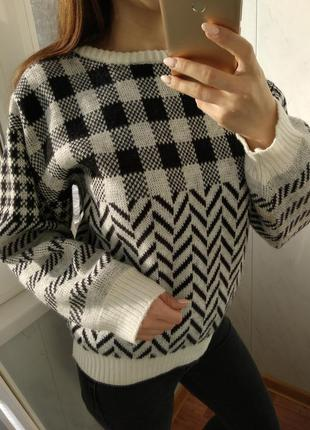 Теплющий свитер в клетку и широкими рукавами/италия