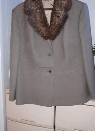 Итальянское шерстяное пальто с меховых воротником полупальто на низкий рост