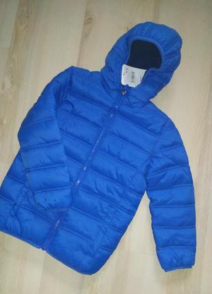 Классная курточка на 4-5 лет.