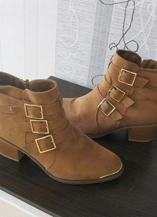 Стильные ботинки боты устойчивый широкий каблук с тремя пряжками весна-осень 41