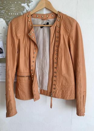 Кожанная куртка итальянского бренда